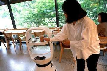 Robot pha cà phê từ A tới Z tại Hàn Quốc