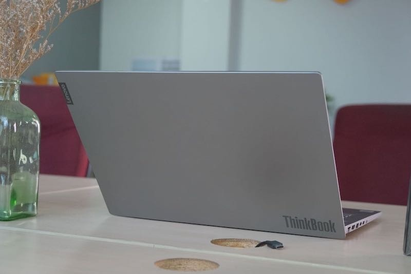 Trải nghiệm ThinkBook 14-IML: Vừa đủ cho công việc