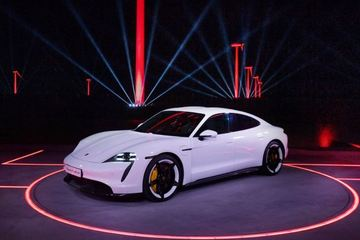 """Xe điện Taycan """"ngốn"""" tiền của Porsche"""