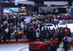 Khách Việt mua xe chạy phí trước bạ, thị trường ô tô tăng kỷ lục tháng cuối năm