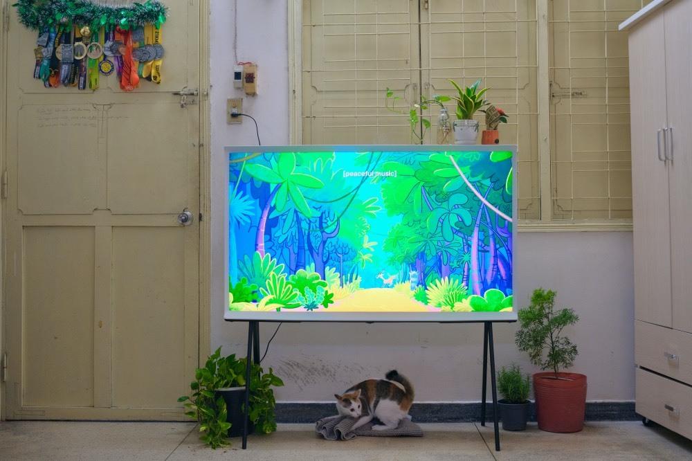 Trải nghiệm TV Samsung Serif: Một phụ kiện trang trí nội thất