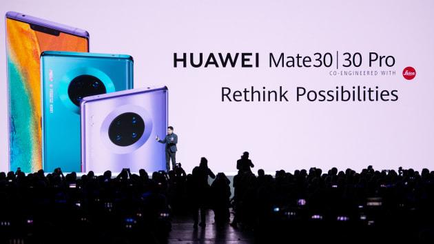 """Chính quyền Trump phá """"giấc mộng đế vương"""" của Huawei"""