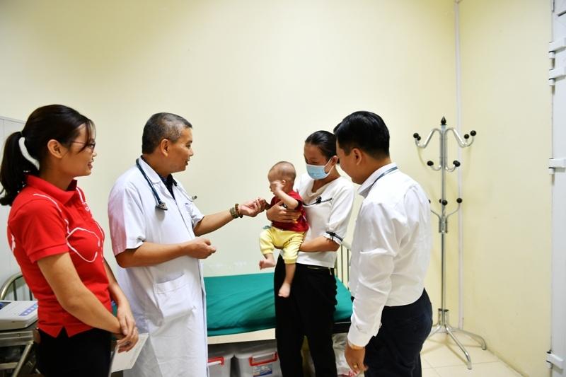 """""""Trái tim cho em"""" khám sàng lọc miễn phí cho gần 1.500 em nhỏ tại Hà Giang"""