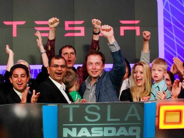Hành trình Tesla vượt Toyota thành hãng xe giá trị nhất thế giới