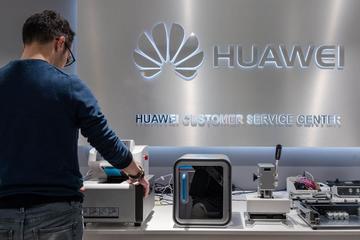 Huawei: Khó khăn chồng chất khó khăn
