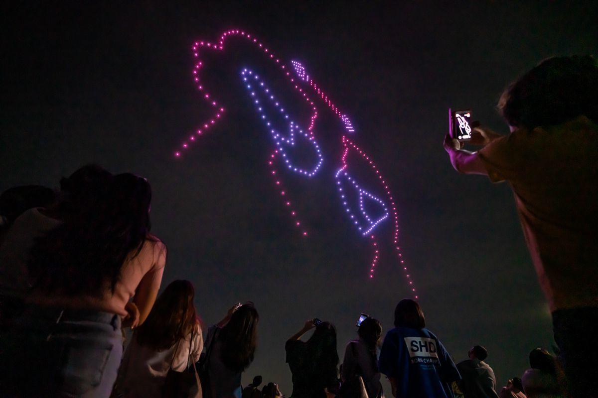 Hàn Quốc: Drone trình diễn ánh sáng, nhắc mọi người rửa tay và đeo khẩu trang