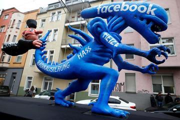Đức: Với Facebook, tự quản lý là chưa đủ