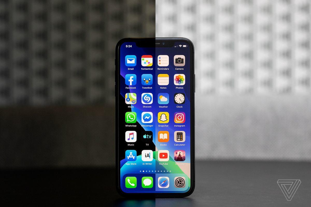 """Lần thứ hai trong năm, hàng loạt ứng dụng iPhone bị """"văng"""" vì Facebook"""