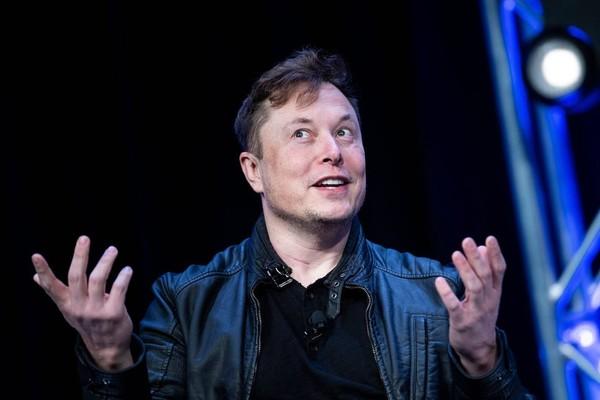 Tesla sẽ ra xe tự lái hoàn toàn vào cuối năm nay