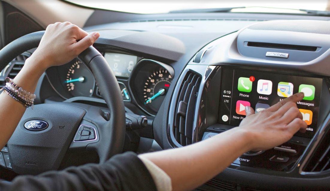 Hệ thống điều khiển giọng nói trên xe hơi hoạt động ra sao?