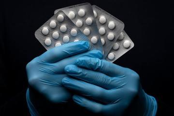 Bất chấp khuyến cáo, Tổng thống Trump chia sẻ video thuốc sốt rét trị được Covid-19