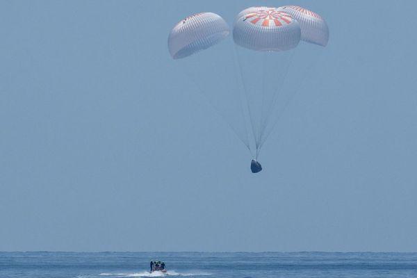 SpaceX về Trái Đất thành công