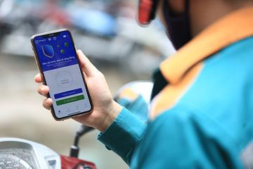 Hai doanh nghiệp bưu chính lớn kêu gọi nhân viên, khách hàng cài ứng dụng Bluezone