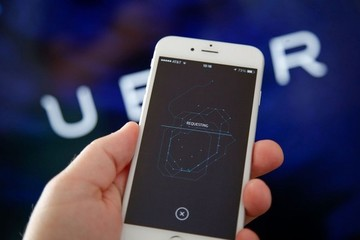 Uber thâu tóm đối thủ lớn nhất ở Anh quốc