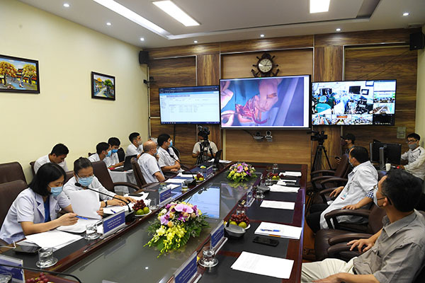 Bệnh viện Tim Hà Nội điều hành mổ tim trực tuyến qua hệ thống Telehealth