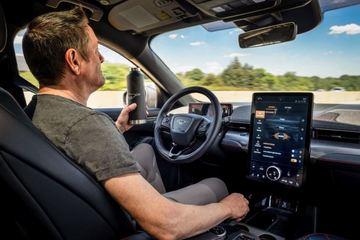 Công nghệ hỗ trợ người lái không thể thay thế tài xế