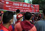 Hàng trăm tài xế quây kín trụ sở Now phản đối chính sách mới