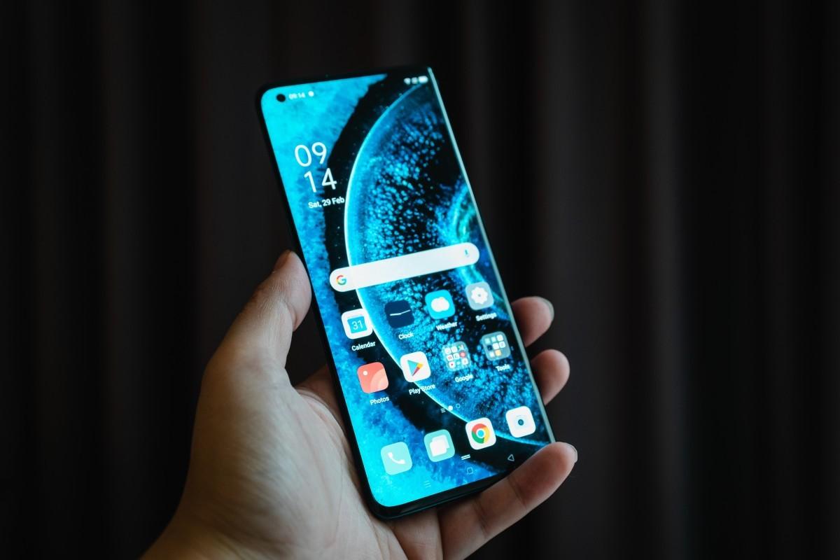 Oppo tấn công thành trì đang suy yếu của Huawei