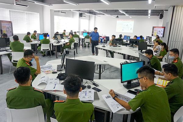 Tập huấn an ninh mạng cho cán bộ Trung tâm dữ liệu quốc gia về dân cư