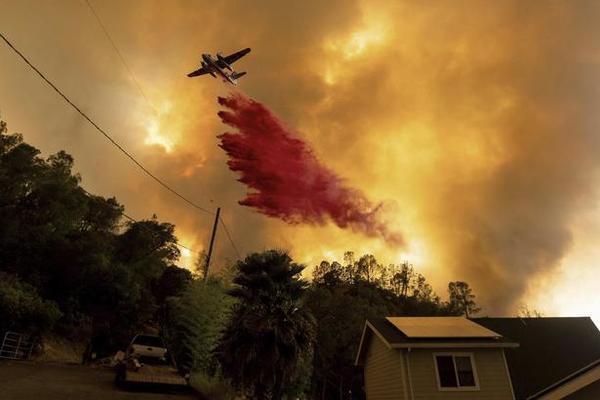 Khói lửa bao trùm thung lũng Silicon: California rơi vào tình trạng khẩn cấp
