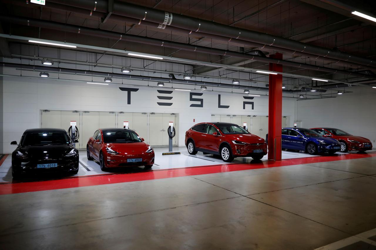 Tesla chờ cấp phép thiết bị phát hiện trẻ trên ô tô