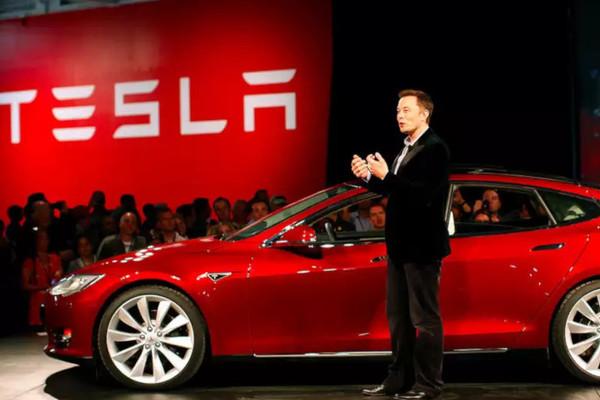 Cổ phiếu Tesla đột phá 2.000 USD, Phố Wall gây áp lực buộc GM phải chia tách kinh doanh