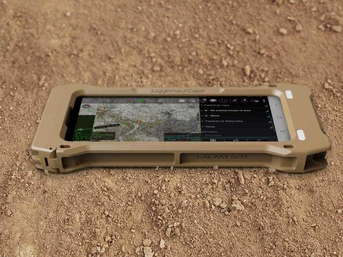 Cận cảnh Galaxy S20 TE nồi đồng cối đá của Samsung