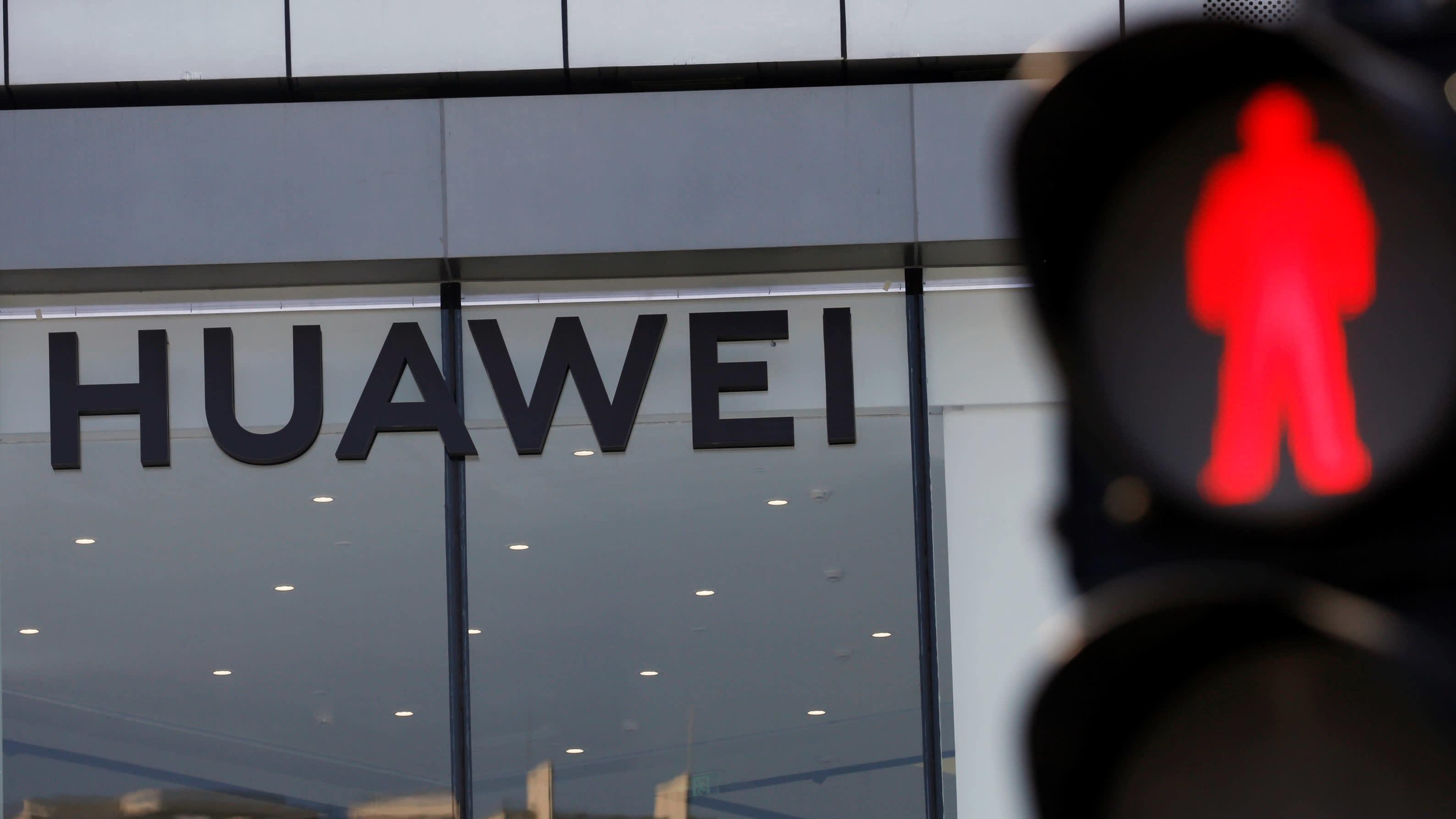 Huawei trước 'thời khắc sinh tử': Những cuộc gọi 4 giờ sáng không còn bất thường