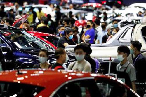 Thái Lan tặng tiền cho người dân mua xe mới