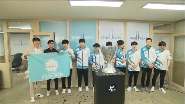 VCS và LCK đón nhà vô địch Mùa Hè 2020