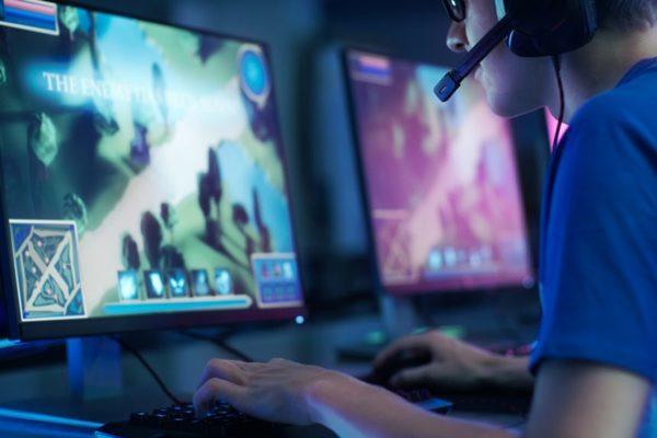 Cải trang thành nữ giới trong game để lừa đảo, 9 nghi phạm bị bắt
