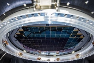 Máy ảnh lớn nhất thế giới chụp rõ quả bóng golf cách 24 km