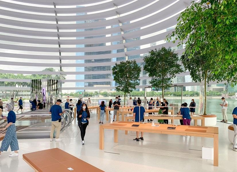 Bên trong Apple Store nổi trên vịnh ở Singapore