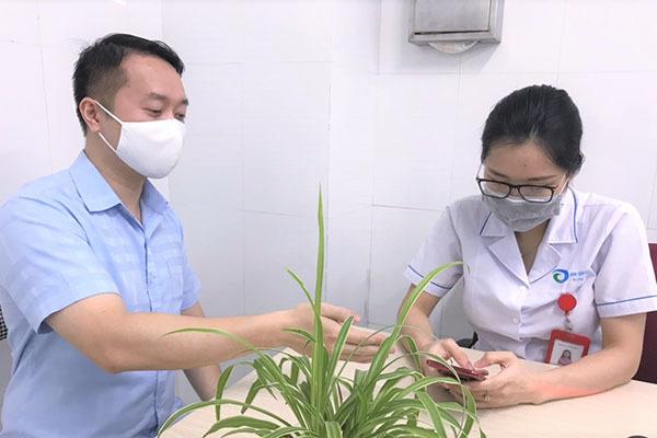 Tất cả nhân viên y tế, bệnh nhân dùng smartphone phải cài và bật ứng dụng Bluezone