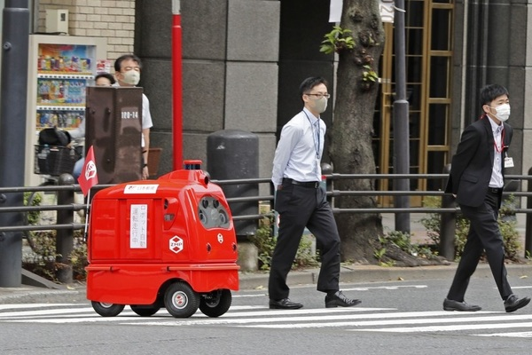 Nhật Bản sắp cho phép robot đưa thư tự chạy ngoài đường