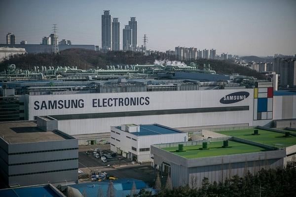 """Samsung báo lãi """"khủng"""" trong quý 3"""