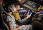 Hãng taxi công nghệ đầu tiên tại Việt Nam tuyên bố dùng hộp đèn điện tử