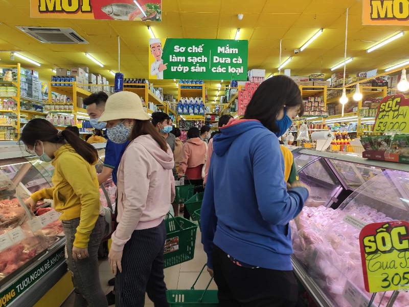 Không phải 'lễ tết', Bách hóa Xanh vẫn đón 3000 khách ngày đầu mở bán