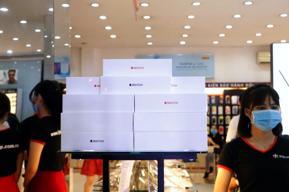 Apple Watch giảm tới 3 triệu đồng ngay khi mở bán