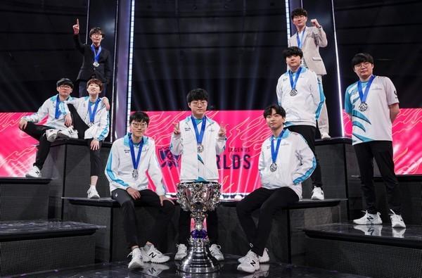 Thần rừng Việt Nam gục ngã nhìn đối thủ lên ngôi vô địch CKTG 2020