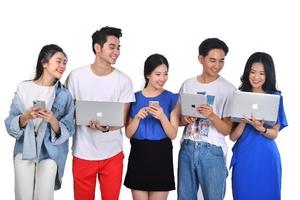 Cơn lốc 4.0 và giới trẻ Việt trong thời kỳ chuyển đổi số