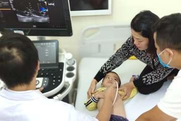 Viettel tổ chức khám sàng lọc cho trẻ em bị bệnh tim bẩm sinh tại Hải Phòng