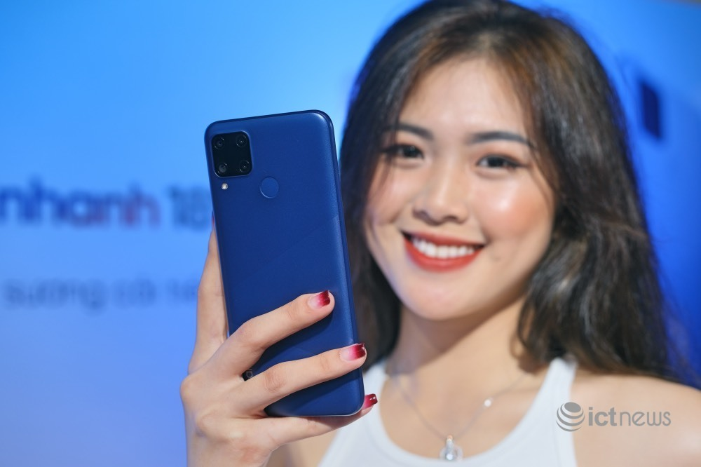 Smartphone pin trâu, giá 4,15 triệu tại Việt Nam
