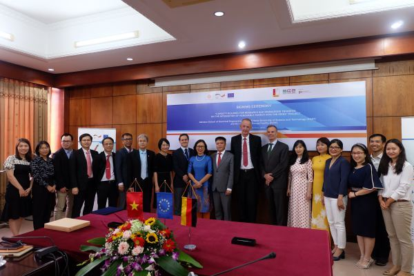 Trường đại học Bách khoa Hà Nội hướng nghiệp cho sinh viên về năng lượng tái tạo