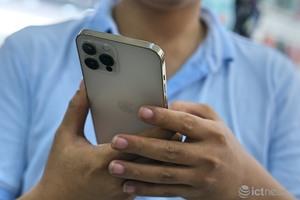 Giá iPhone 12 Pro Max giảm mạnh, phiên bản 2 SIM vẫn cao