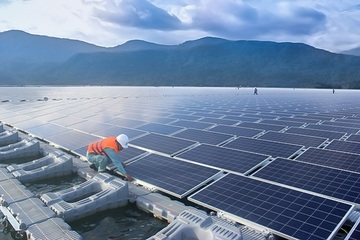 Nhiều dự án khai thác tiềm năng điện mặt trời nổi trên hồ ở Việt Nam
