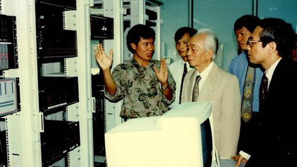 Cuộc vật lộn của tư duy đổi mới khi đưa Internet vào Việt Nam