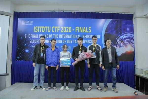 Zepto Team vô địch ISITDTU CTF 2020, nhận 40 triệu đồng tiền thưởng