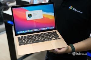 """Mở bán Macbook sớm, Apple muốn """"đấu"""" với thị trường xách tay?"""