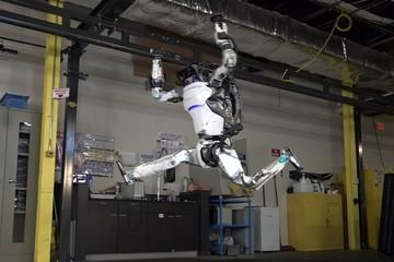 Màn nhảy múa dẻo đẹp hơn cả con người của những chú robot